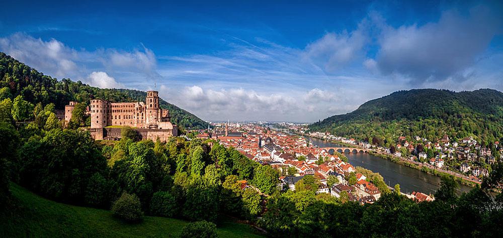 Altstadt- und Schlosspanorama im SommerAltstadt- und Schlosspanorama im Sommer
